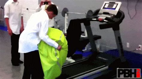 40 Hilarious Workout Fail GIFs To Make You Stay On The Couch