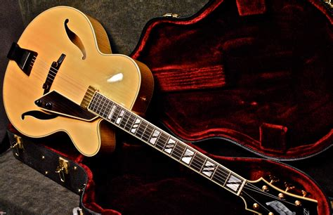 D'Aquisto New Yorker Blonde > Guitars Archtop Electric