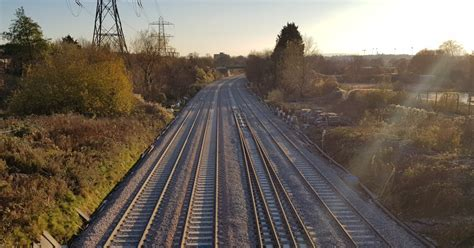 Track circuits explained - Network Rail