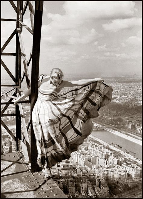VINTAGE PHOTOGRAPHY: Lisa Fonssagrives on the Eiffel Tower